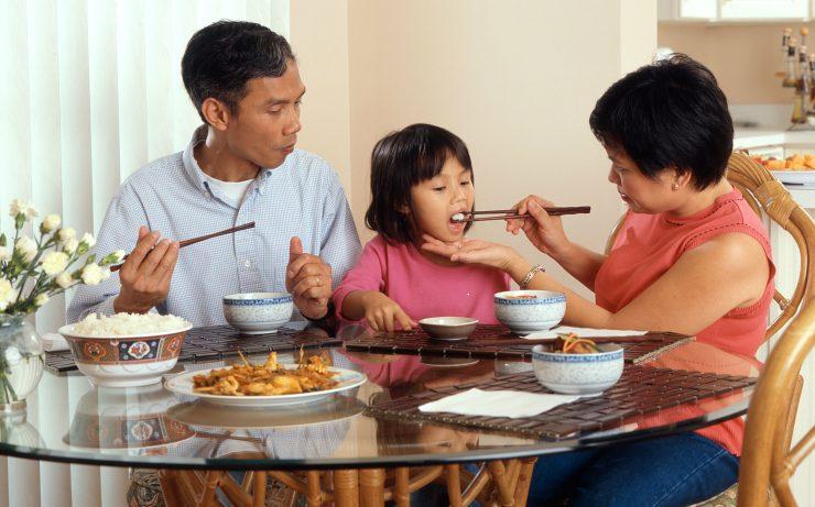 Çinliler Neden Yemeklerini Çubukla Yer?