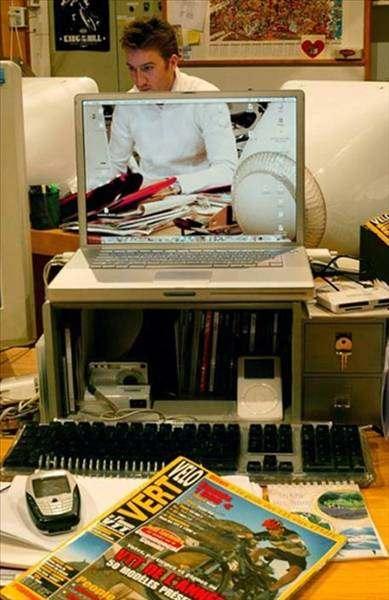 Son Günlerde internette Şeffaf Monitör çılgınlıgı  Yaşanıyor