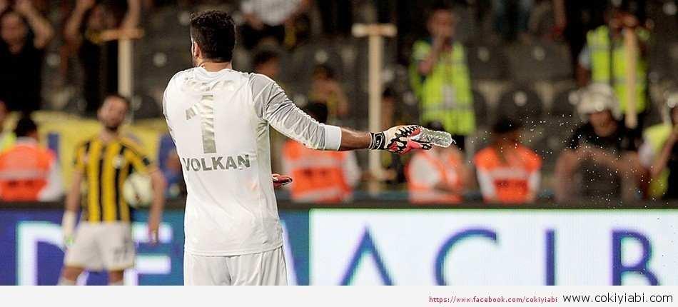 Profesyonel Futbol Disiplin Kurulu, Volkan Demirel'e 3 maç ceza verdi.