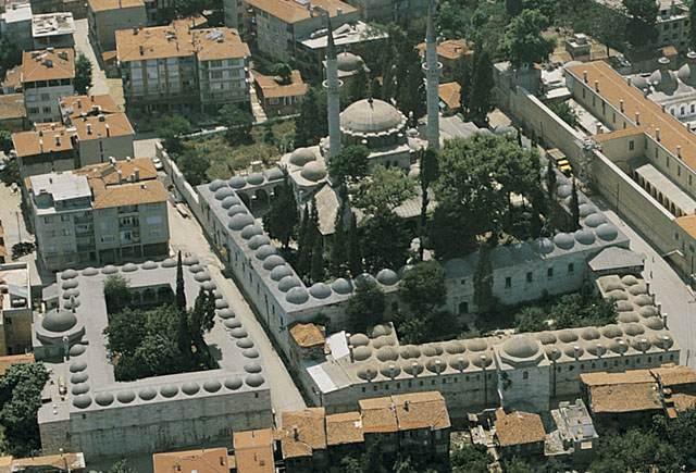II. Selim'in eşi, III. Murat'ın ise annesi Nurbanu Sultan tarafından Mimar Sinan'a 1583 yılında yaptırılmıştır. Külliye cami, medrese, tekke, sıbyan mektebi, kervansaray, hamam, darülkurra, darüşşifadan oluşur.