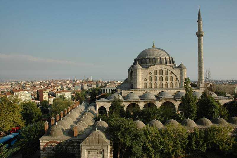 Mihrimah Sultan Camii İstanbul'un Edirnekapı semtinde surların hemen yanında bulunan cami Kanuni Sultan Süleyman'ın kızı Mihrimah Sultan tarafından 1562-1565 yılları yaptırılmıştır.