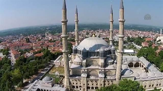 """Mimar Sinan'ın 80 yaşında yaptığı ve """"ustalık eserim"""" dediği Selimiye Camii, gerek Mimar Sinan'ın gerek Osmanlı mimarisinin en önemli baş yapıtlarından biridir."""