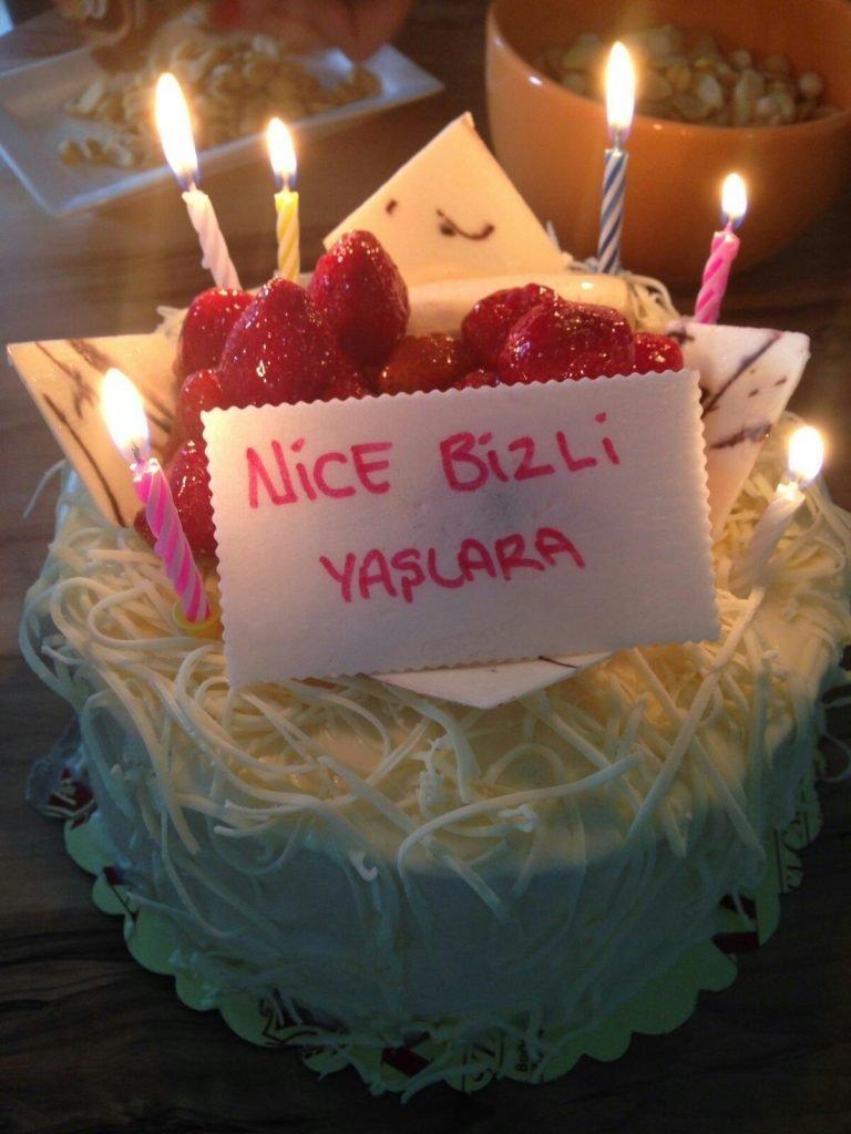 Eşe sevgiliye resimli doğum günü mesajları
