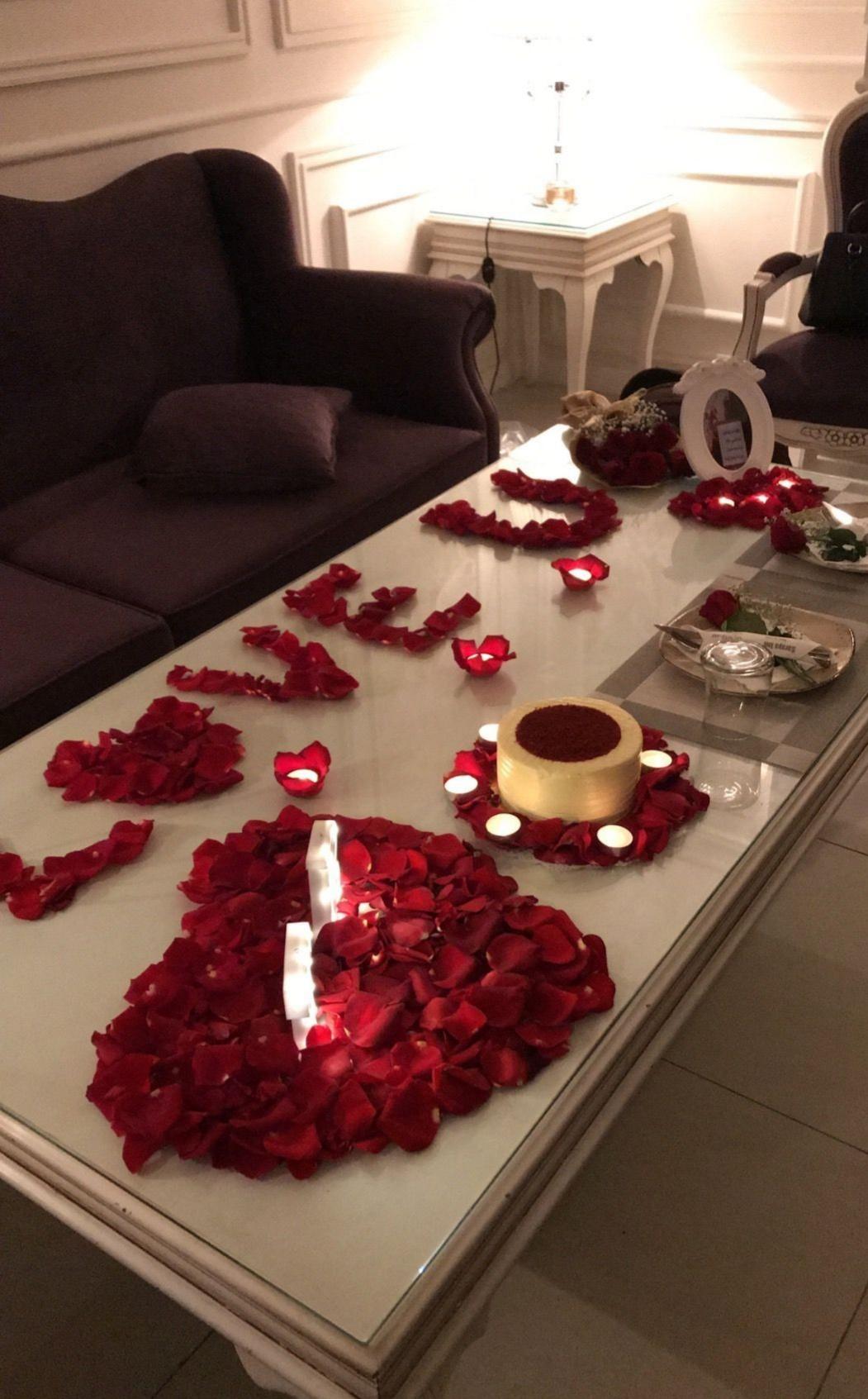 14 subat Sevgililer Gününe Özel romantik yemek masası
