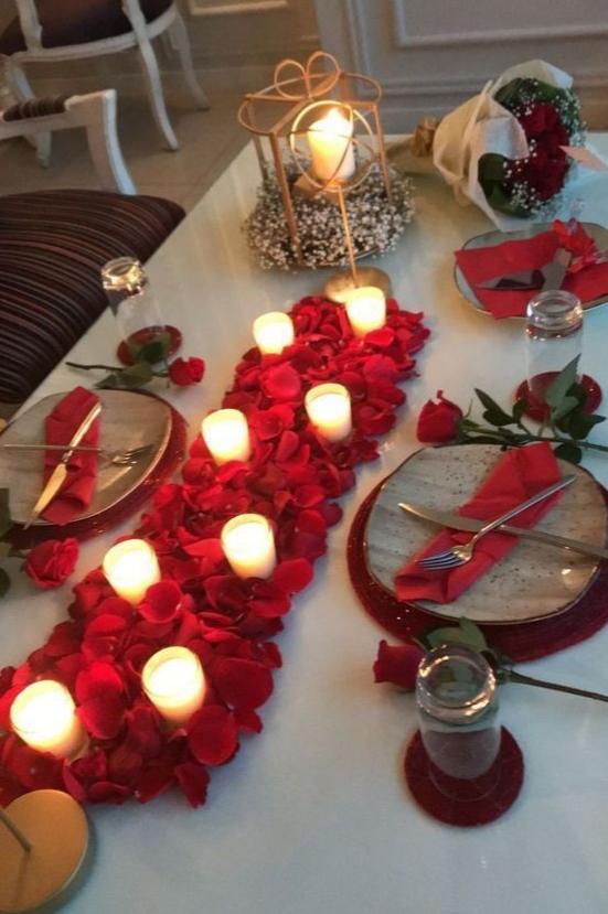 Sevgililer Gününe Özel romantik yemek masası